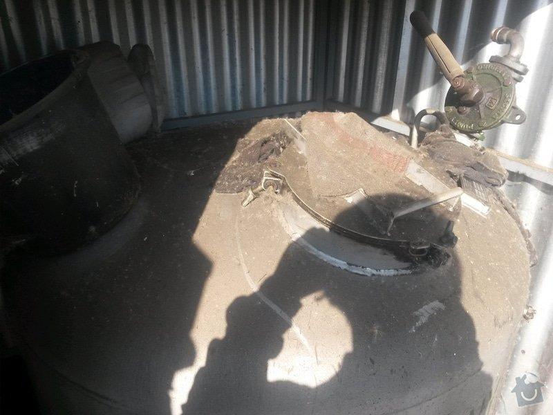 Demontáž a likvidace nádoby s hydraulickým olejem : 20140917_100637