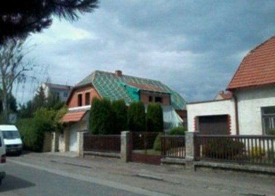 Realizace střechy na klíč včetně demoličních prací na RD v Suchdole
