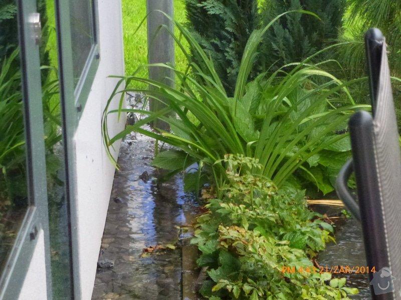 Odtok vody venku u domu, zatekani, kanalizace: P1160554