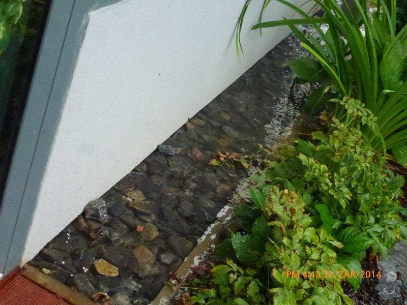 Odtok vody venku u domu, zatekani, kanalizace: P1160556