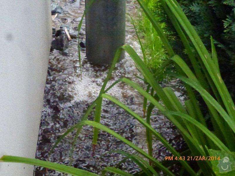 Odtok vody venku u domu, zatekani, kanalizace: P1160557