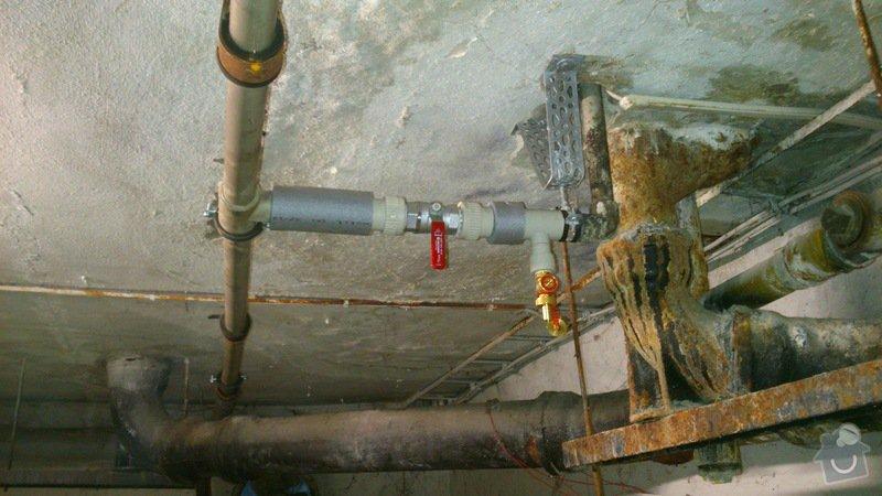 Rekonstrukce vodovodu v suterénu: DSC_0163
