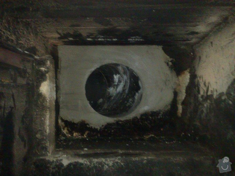 Vyvložkování komína: vnitrek_krbu_napojeni_na_T-Kus