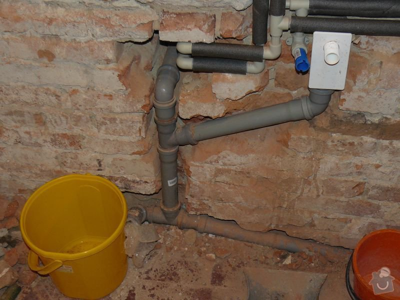 Výměna bojleru, rozvody vody v koupelně, : koupelna_Holesovice1nova