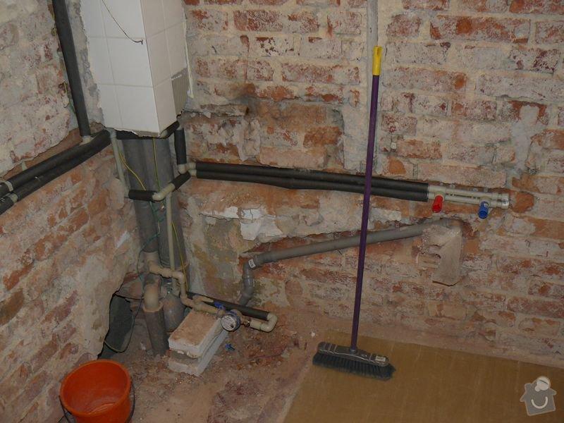 Výměna bojleru, rozvody vody v koupelně, : koupelna_Holesovice3nova
