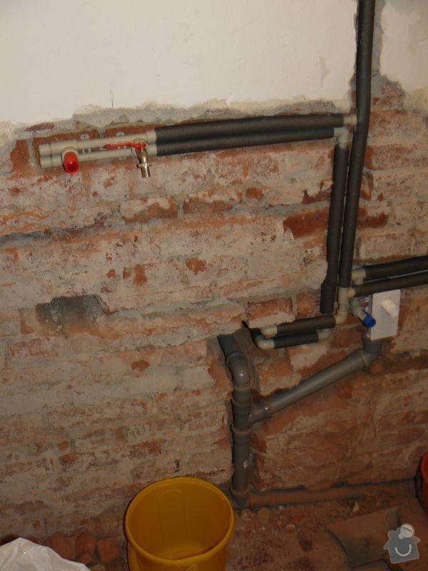 Výměna bojleru, rozvody vody v koupelně, : koupelna_Holesovice4nova