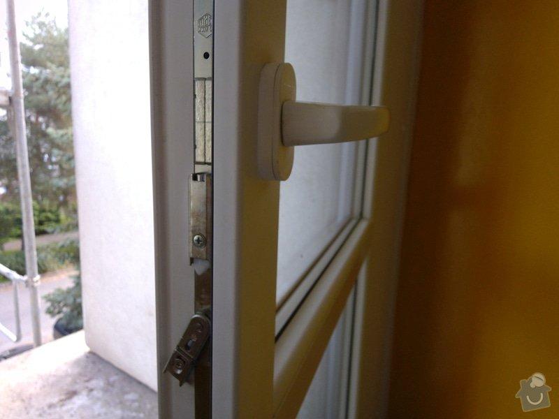 Výměna klik u plastového akna a u plastových dveří za kliky se zámkem: dvere_-_bocni_pohled
