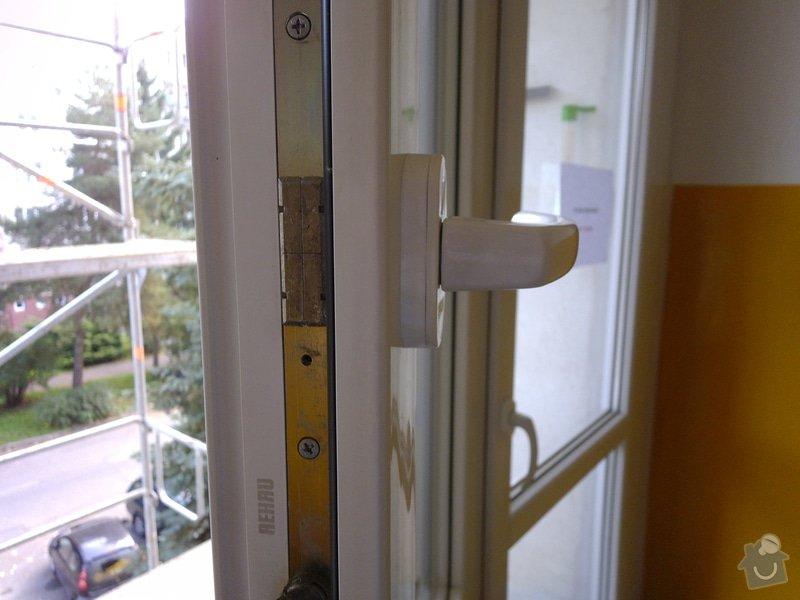 Výměna klik u plastového akna a u plastových dveří za kliky se zámkem: okno_-_bocni_pohled