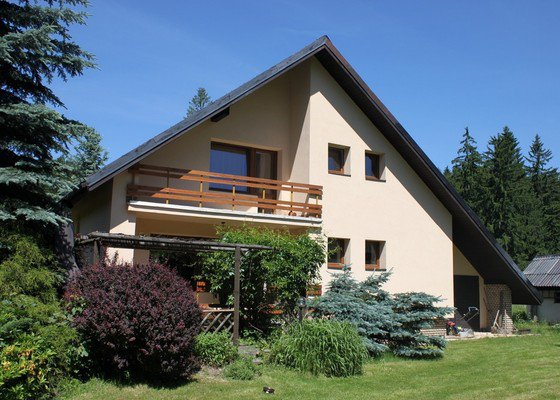Dodávka a montáž plastových oken, dveří a garážových vrat v rodinném dom
