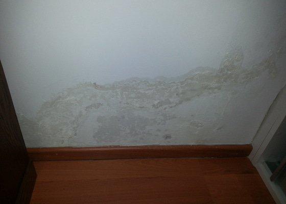 Oprava prasklé trubky ve zdi (odpad?)