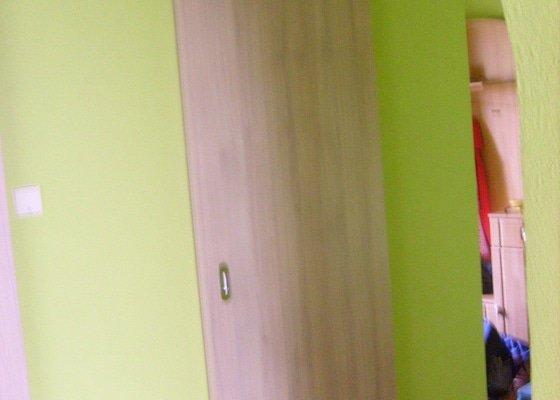 Posuvné dveře před stěnu