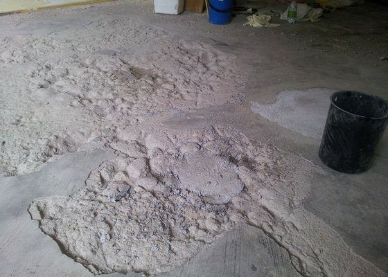 Zabetonování díry v podlaze