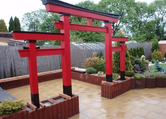 Stavba zahradní Japonské brány TORII