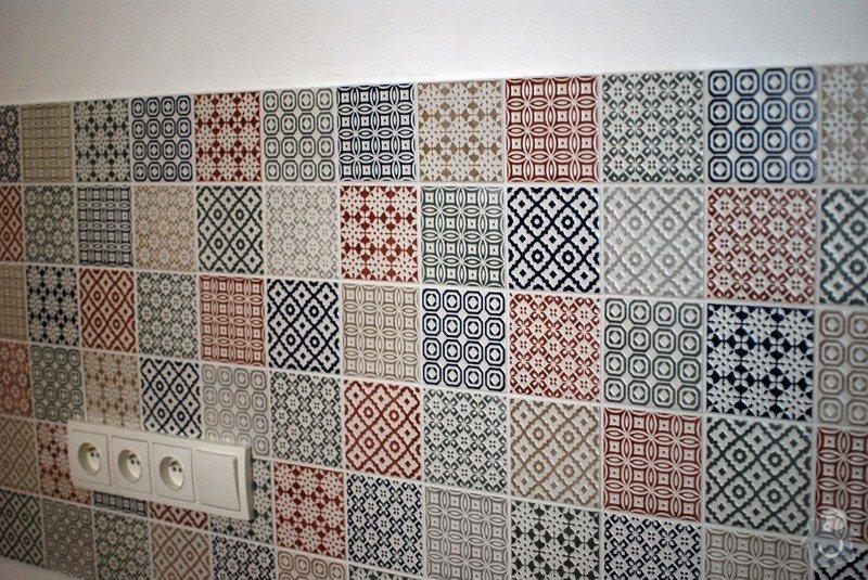 Obložení zdi za kuchyňskou linkou: 1