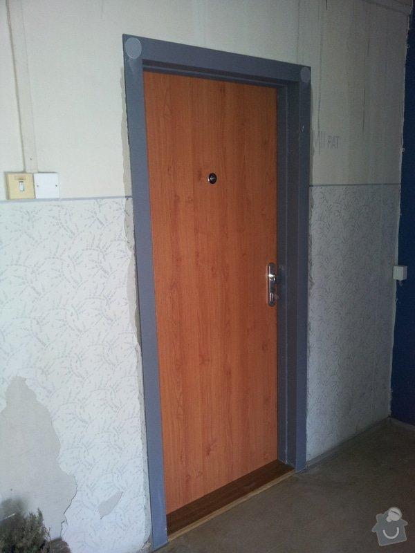 Nátěr zárubně vchodových dveří do bytu: 20131221_115812