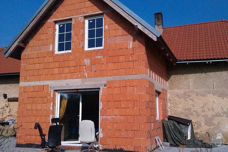 Zateplení, montáž okapů, zabudování štítových oken, instalace akumulační nádrže: IMAG0122