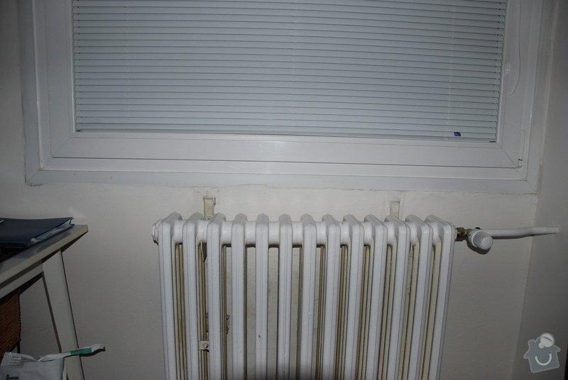 Dva plastové parapety nad radiátory: DSC_0046