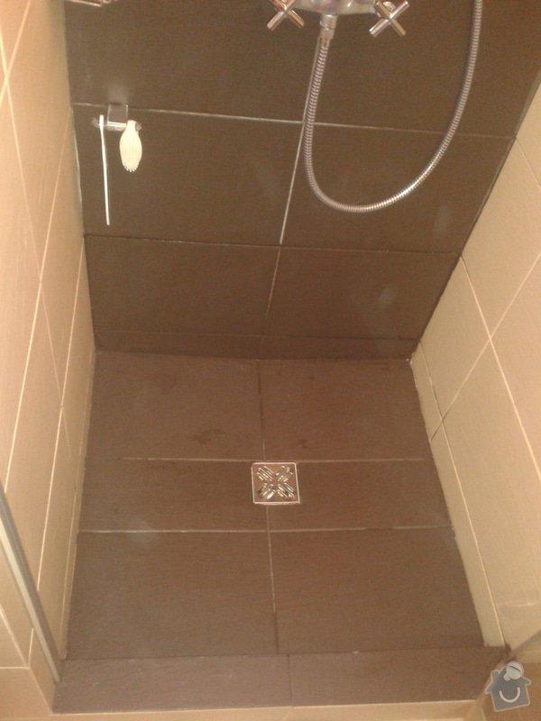 Vymena sparovacky ve sprchovem koute (Nika) za kvalitnejsi Mapei..: 20141020_080821
