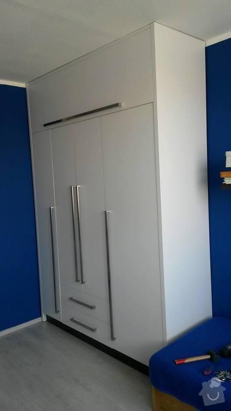 Výroba šatní skříně a knihovny: 10325356_4458442755041_1538249026600244384_n