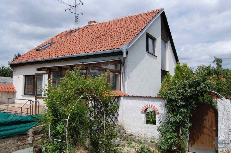 Kompletní realizace opravy střechy, stavby nového vikýře a zazdění kopilitu: Dum_Holasice_ze_dvora