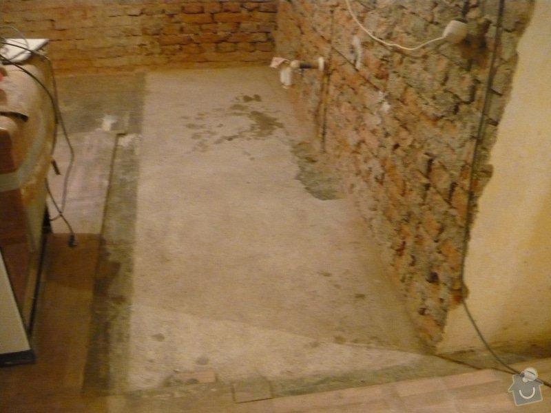 Dlažba v kuchyni pod kuchyňskou linkou + renovace parket ve zbylé části kuchyně a dalších dvou pokojích: P1040807