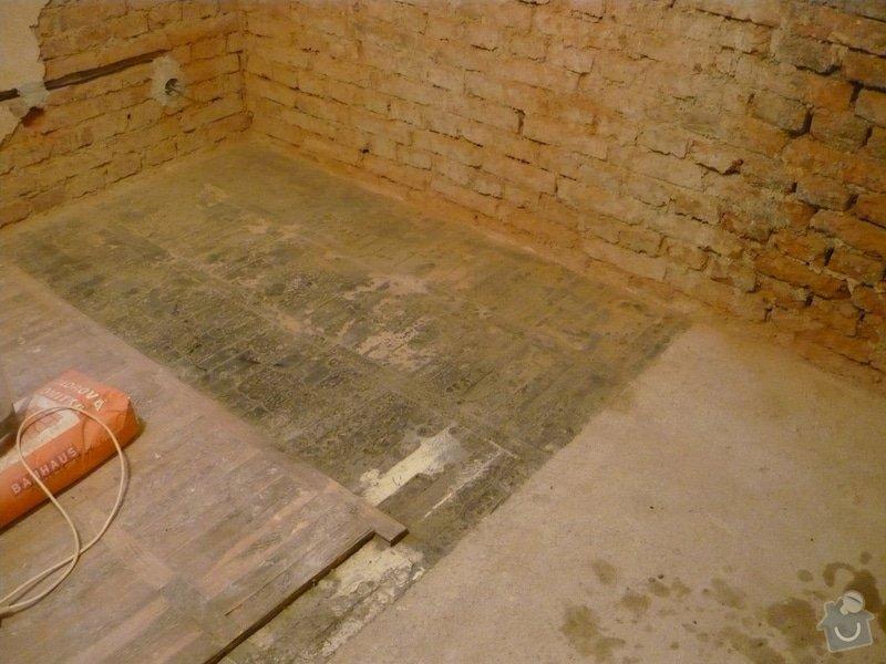 Dlažba v kuchyni pod kuchyňskou linkou + renovace parket ve zbylé části kuchyně a dalších dvou pokojích: P1040808