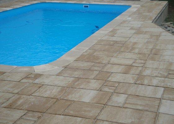 Pokládka zámkové dlažby, ploty s KB Bloků +příprava a dodání bazénu