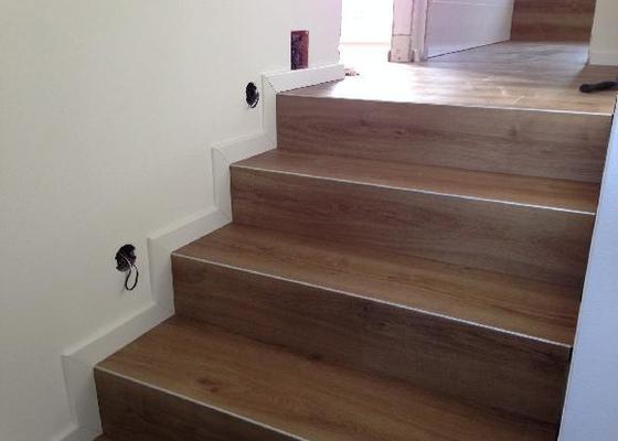 Položení vinylové podlahy 135m2 plus obloženi schodů
