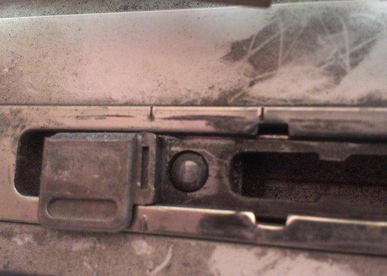 Oprava kování plastových dveří (balkon)