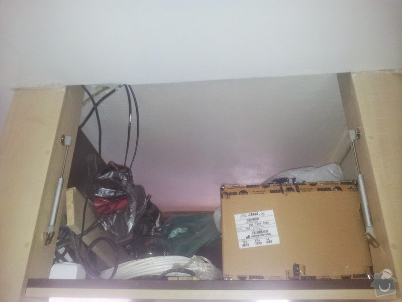 Úprava dvířek ke stropnímu úložnému prostoru: IMG_20141103_093733