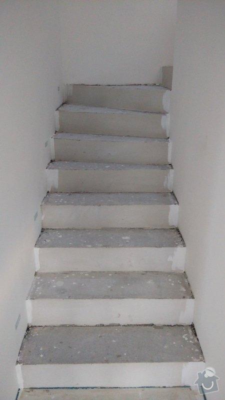 Nášlapy z vinylu na točité betonové schodiště: schodiste_2