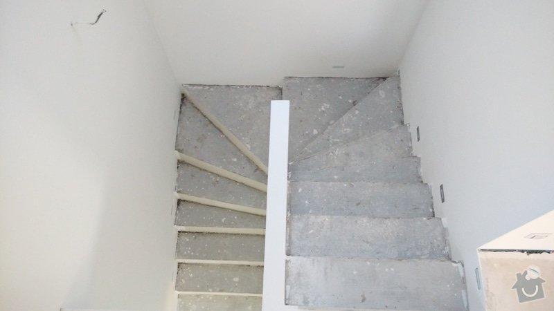 Nášlapy z vinylu na točité betonové schodiště: schodiste