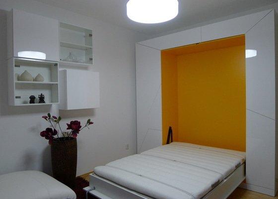 Šatní skříň s výklopnou postelí