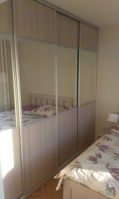 Vestavna skříň, postel a noční stolky, botníková skříň v chodbě: IMAG0174