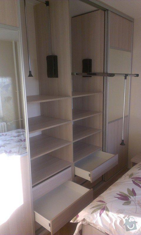 Vestavna skříň, postel a noční stolky, botníková skříň v chodbě: IMAG0175