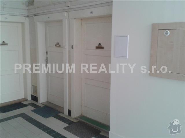Rekonštrukcia drevených vchodových dverí (nie folia) +vyroba drevencyh skriniek na mieru nad dvere. : nab_308658974