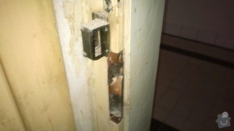 Rekonštrukcia drevených vchodových dverí (nie folia) +vyroba drevencyh skriniek na mieru nad dvere. : WP_20140529_026