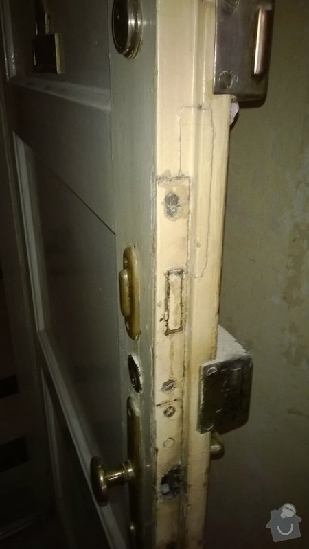 Rekonštrukcia drevených vchodových dverí (nie folia) +vyroba drevencyh skriniek na mieru nad dvere. : WP_20140529_030