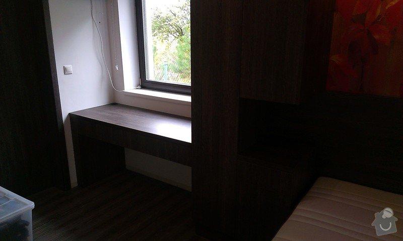 Postel s úložným prostorem, šatní skříň, noční stolky, komoda, úložné skříňky a pracovní stůl do ložnice: IMAG0113