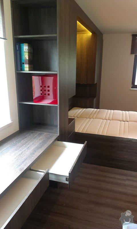Postel s úložným prostorem, šatní skříň, noční stolky, komoda, úložné skříňky a pracovní stůl do ložnice: IMAG0114