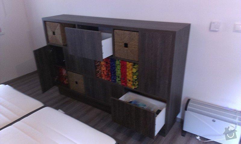 Postel s úložným prostorem, šatní skříň, noční stolky, komoda, úložné skříňky a pracovní stůl do ložnice: IMAG0115