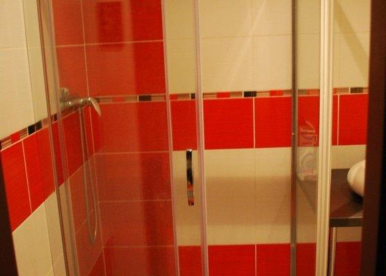 Utěsnění stěn ve sprchovém koutě