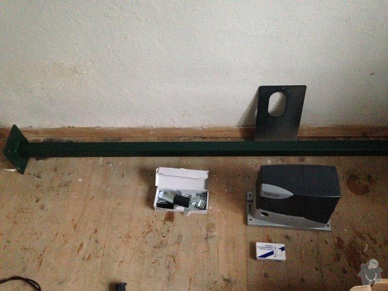 Betonáž sloupku branky, svařování: IMG_0137