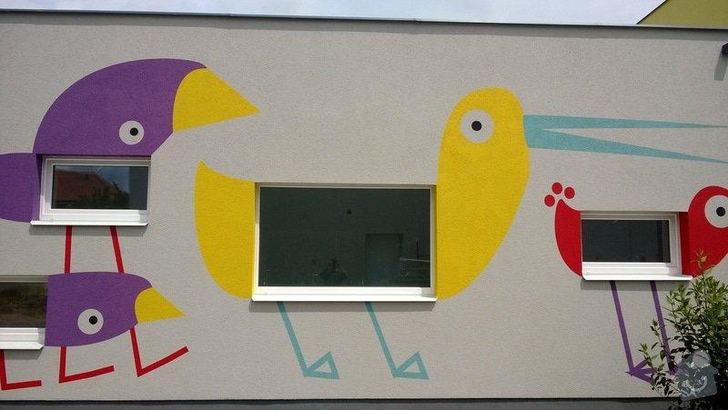 Dekorativní malby na fasádu školky v Dobrušce: Dekorativni_malba_na_fasadu_abstraktni_ptaci_MS_Dobruska_3_