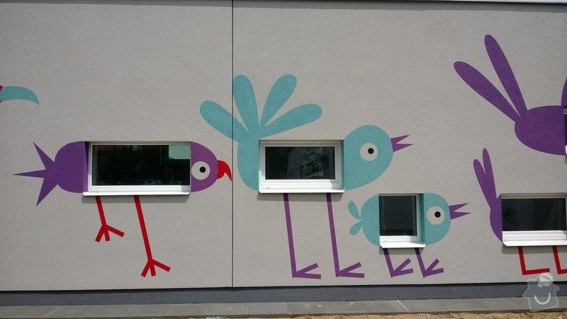 Dekorativní malby na fasádu školky v Dobrušce: Dekorativni_malba_na_fasadu_abstraktni_ptaci_MS_Dobruska