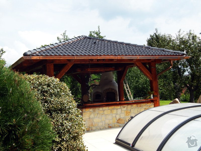 Výstavba venkovní kuchyně pod masivní ručně otesanou dřevostavbou: DSCN3874res