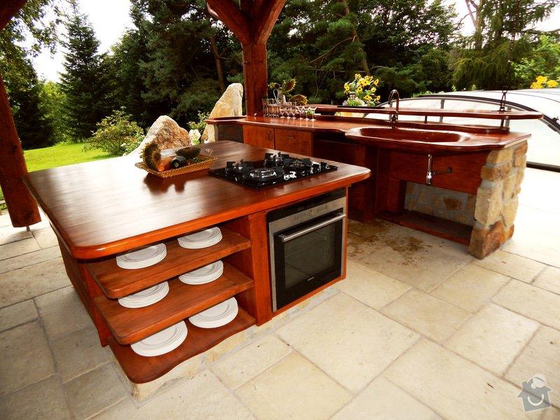 Výstavba venkovní kuchyně pod masivní ručně otesanou dřevostavbou: DSCN3893res