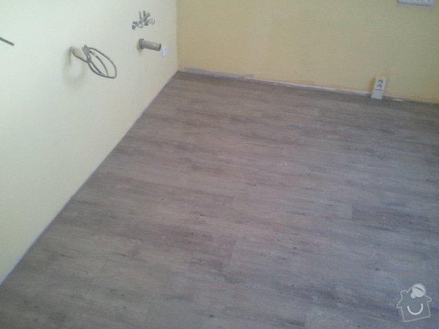 Srovnání podlahy samonivelační stěrkou, montáž vinylu, soklování, montáž prahu a přechodových lišt: 2012-07-12_19.43.48