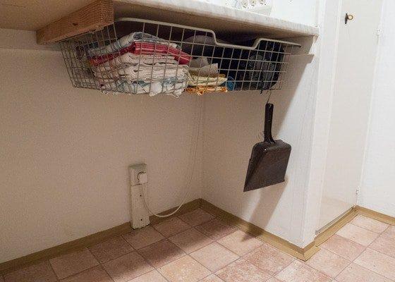 Police pod kuchyňskou linku