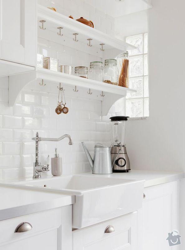 Kuchyňská linka (kazetová dvířka + matná barva) + deska do koupelny + parapety: kuchynske-dvirka